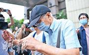 77歲的被告涉嫌8年前非禮學生,控方以案件敏感程度為由,以W.H.作其代號隱藏被告名字。(蘇智鑫攝)