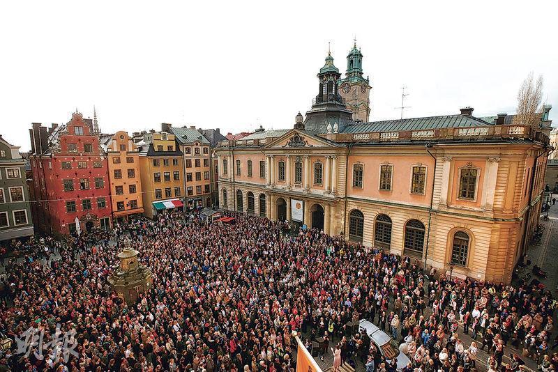 達尼烏斯辭職後,上月19日在斯德哥爾摩的大廣場有民眾集會對她表達支持。(路透社)