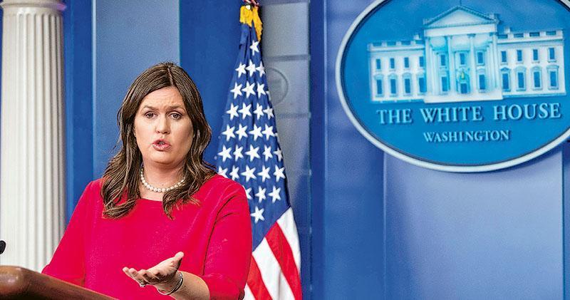 白宮發言人辦公室前日發出措辭強硬的聲明,指摘中國民航局要求美國的航空公司修改台灣、香港及澳門的稱呼。圖為白宮發言人桑德斯。(法新社)