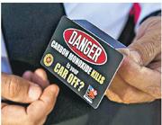 美國佛羅里達州政府製作了這款標籤,提醒無匙汽車的司機要熄引擎,避免受一氧化碳毒害。(網上圖片)