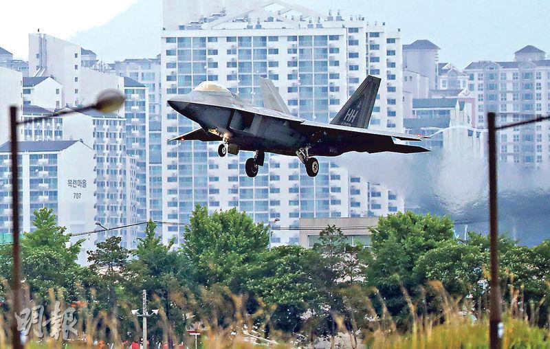 美軍F-22猛禽戰機昨在韓國光州空軍基地降落。(法新社)