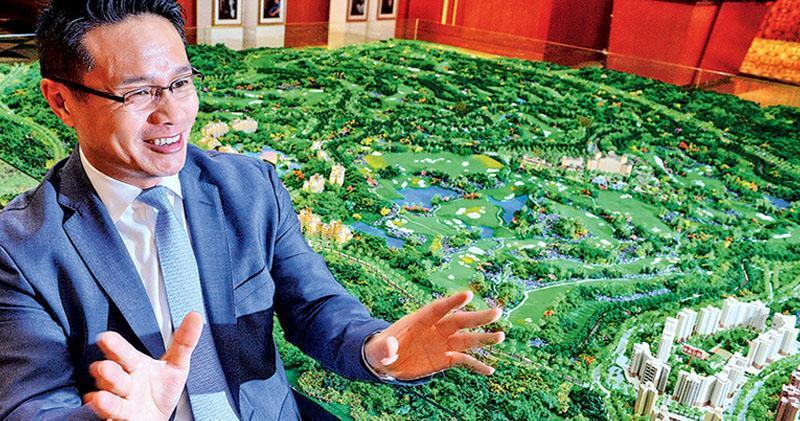 觀瀾湖在海南省海口市的項目佔地面積達20平方公里,相當於100個維園,包括高爾夫球場、房地產等項目,集團主席兼行政總裁朱鼎健表示,海南自然環境優美,氣候宜人,加上有土地資源,對當地的發展前景樂觀,計劃一兩年內在當地推動馬術運動。(劉焌陶攝)