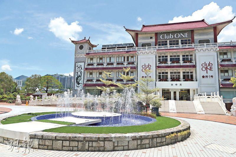 沙田畫舫現命名為「水中天」,門口特建一個噴水池,ClubONE發言人表示,原有的建築物外觀被保留,只作翻新。(曾憲宗攝)