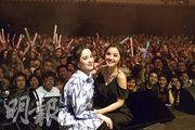 Twins在美加演出,深受粉絲歡迎,有粉絲叫她們定居美加。