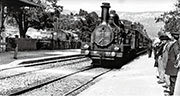 《火車進站》是地球第一批影片之一,由法國盧米埃兄弟拍攝,並於1890年代公開放映。