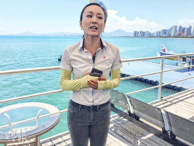 美亞航空市場部負責人朱佳表示,遊客可以乘搭飛機在西沙群島的羚羊礁附近降落。但由於國家政策的原因,外籍及港澳台人士暫不能去。其背後為三亞的水上機場。(李泉攝)