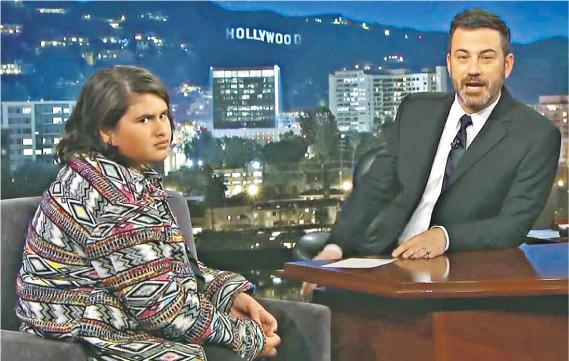 朱利安丹尼遜(左)接受基梅爾(右)訪問,自爆因未成年所以無緣入場睇《死侍2》。