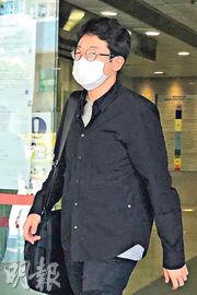 被告整容男醫生Seo Jaewon(圖)曾向「放蛇」女警提議抽脂,案發當日亦有穿上白色長袍。(周芷晴攝)