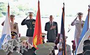 美軍周三在夏威夷舉行司令換屆和把太平洋司令部易名為印太司令部儀式,原司令哈里斯(左起)、參謀長聯席會議主席鄧福德、防長馬蒂斯和美國海軍作戰部長理查森出席儀式。(法新社)