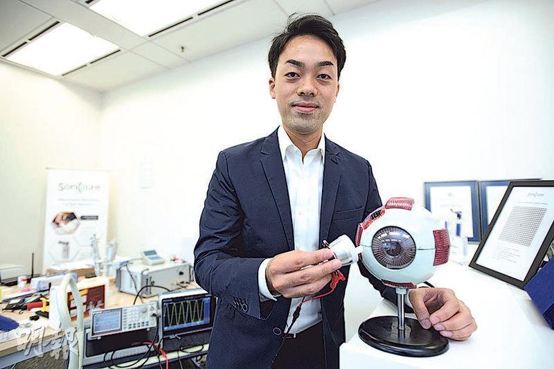 宏聲醫療科技創辦人孫瑋良開發「眼藥導入儀」,以超聲波技術將藥物無創導入眼底,料3年內完成臨牀實驗,取得認證後將推出市場。他相信香港有能力做到Made in Hong Kong的生物科技。(楊柏賢攝)