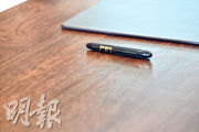美方昨日預備給金正恩使用的筆,印有特朗普簽名,最終朝方沒使用。(法新社)