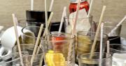 香港海洋公園保育基金早前發表調查,發現港人每年使用14.4億支塑膠飲管,對海洋生態造成極大破壞。政府計劃在今個財政年度開展研究,看看本港是否適宜實施取締即棄塑膠餐具。(鍾林枝攝)