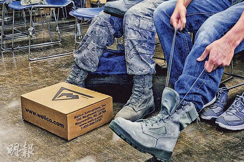 Wellco是美國老牌軍靴製造廠商,已為美國國防部供貨60年,曾為海灣戰爭行動中的標準裝備。圖為美軍空軍學院學員的軍靴。(網上圖片)