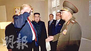 朝鮮昨播出美朝峰會的片段,其中包括美國總統特朗普向一名朝鮮軍官敬禮的一幕。(網上圖片)