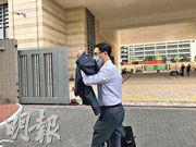 瑪嘉烈醫院婦產科主管醫生李啟雲(圖)稱,子宮是事主身體一部分,有機會康復,「唔係話感染就拎走」。(湯曉津攝)