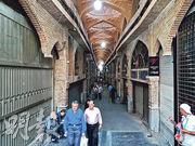 德黑蘭大巴扎的商舖周一大多關門不做生意。(法新社)