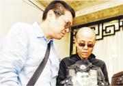 劉霞的弟弟劉暉仍然留在北京。圖為去年7月劉曉波遺體告別儀式上的劉霞(右)和劉暉(左)。(資料圖片)