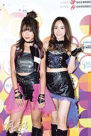 林泳淘(左)與鄧以婷(右)都是打機迷,不時與網友組隊打機及聊天。(攝影:鍾偉茵)