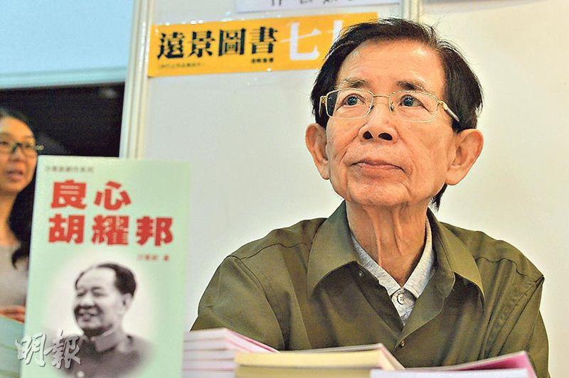 內地敢言劇作家沙葉新前日清晨逝世,享年79歲。圖為2015年沙葉新出席香港書展期間接受本報訪問。(資料圖片)