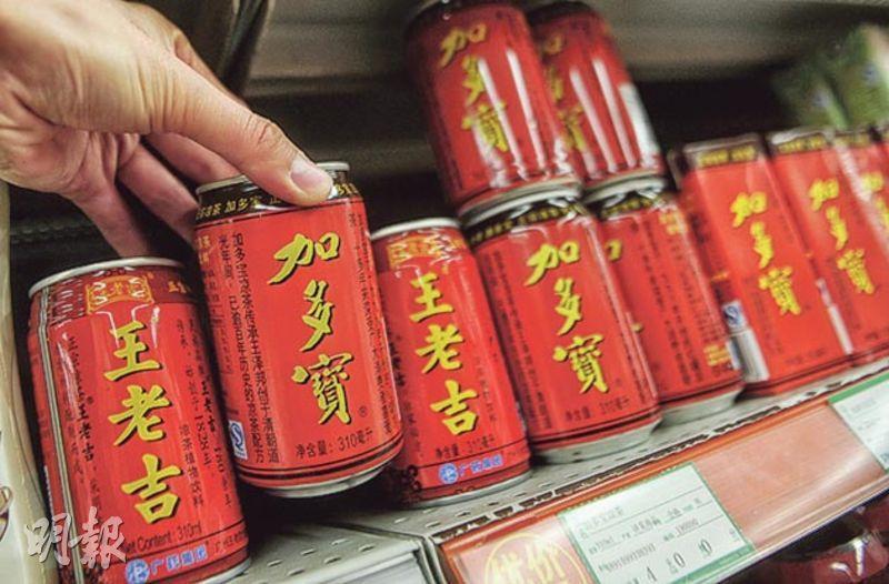 涼茶品牌廣藥「王老吉」與「加多寶」相爭多年,圖為超市出售的兩款涼茶。(資料圖片)