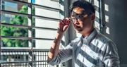 香港民族黨召集人陳浩天昨日應本報記者要求,在沙田圍附近接受採訪及拍照。陳浩天說近日不察覺有警察跟蹤他,反而有一些記者仍在跟蹤他。陳浩天的律師向保安局提出5點要求,包括要求保安局和警方交出所有對他的監視紀錄,以及交出手上所有涉及民族黨的資料等。陳浩天表示,需要知道政府有否刻意收藏某些資料,「對他們(政府)立場不利的就收埋,對我不利的就公開,這個做法,是否合乎情理?」(馮凱鍵攝)