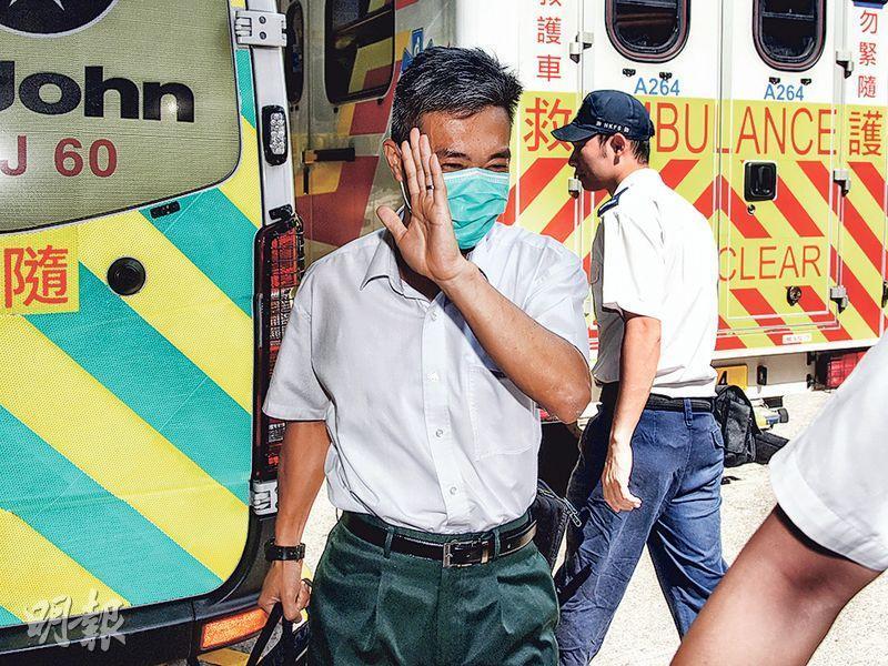 41歲考牌主任(前)在掃桿埔駕駛考試中心遭考生推撞,受傷送院。(林智傑攝)