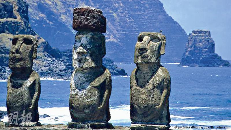 「摩艾」石像是復活節島的標誌,吸引大批觀光客。(網上圖片)