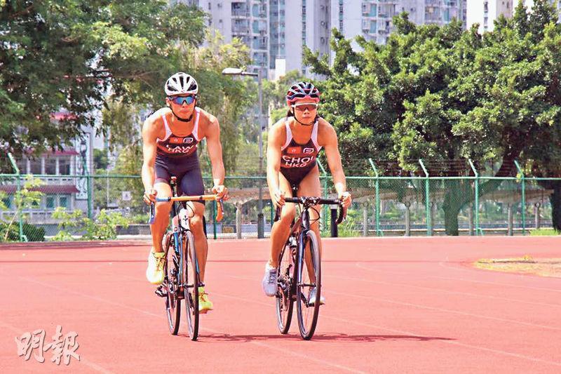 包括蔡欣妍(右)在內的三鐵港隊周末赴菲律賓參賽,之後轉到布吉集訓,為亞運作最後準備。(林欣澤攝)