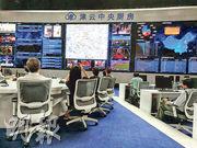 「津雲中央廚房」的大屏幕地圖上顯示城中記者定位,右方為傳播力排行榜。(鄭海龍攝)