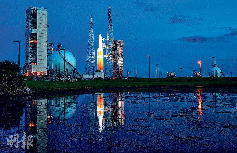 「派克太陽探測器」原定周六在佛州升空,但因故要延期至周日。(法新社)