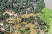 印度洪澇水淹喀拉拉邦廣泛地區,甚至浸至不少民房的屋頂。(路透社)