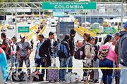 委內瑞拉的經濟危機促使大批國民外逃,不少人取道哥倫比亞前往厄瓜多爾。圖為上周五排隊等候離開哥倫比亞的委內瑞拉人龍。(路透社)