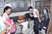 馬山播音站吸引不少遊客參觀,內部仍保持當年的模樣,不同的是,當年台灣歌星鄧麗君來這裏向大陸喊話的場景已不復在,取而代之的是鄧麗君的紙板公仔。(李泉攝)
