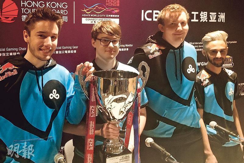 香港《絕地求生》世界邀請賽昨日上演決賽,由來自北美的隊伍Cloud 9奪冠,成員包括Kaymild(左起)、Nerf、Stab及Moody。(高卓怡攝)