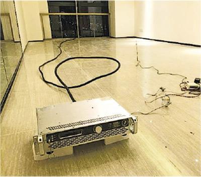 不法分子租用空置單位,遠程遙控非法電台裝置(圖),播放違法廣告。(網上圖片)