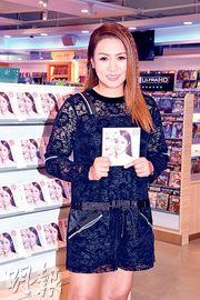 黎瑞恩昨日到商場唱片舖開簽唱會,吸引大批歌迷到場支持。(攝影:鍾偉茵)