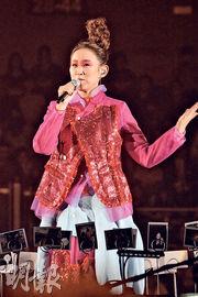 王菀之不但唱廣東和國語歌,還挑戰英、法、日、意等不同語言的歌曲。(攝影﹕黃梓烜)