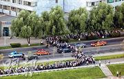平壤學生周四列隊到平壤市內準備建政70周年巡遊綵排。(路透社)