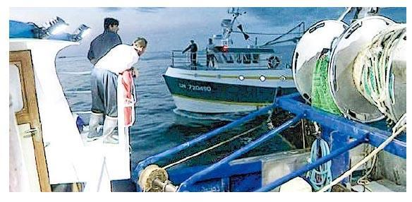 英、法漁民早前因捕撈扇貝權利在海上起衝突。(網上圖片)