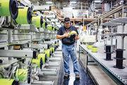 美國總統特朗普希望透過發動貿易戰,把製造業職位帶回美國本土。圖為美國弗吉尼亞一工廠的工人。(彭博社)