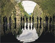 五行之水「鏡池」(Light Cave)依照隧道本身形狀而光學效果多變,巧奪天工,彷彿自然界中的幾何密碼,天空之鏡只是最簡單的版本而已。(作者提供)