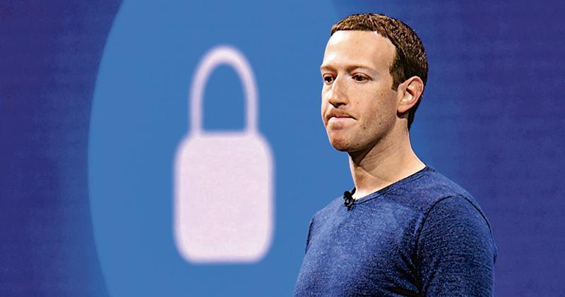 Facebook創辦人兼CEO朱克伯格於用戶資料被盜事發後,曾在其個人Facebook帳號上發文交代初步調查結果,指團隊已修補漏洞,並採取防範措施保障可能受影響用戶,但帖文未向用戶致歉,僅指公司需要繼續研發新工具加強防範。(資料圖片)