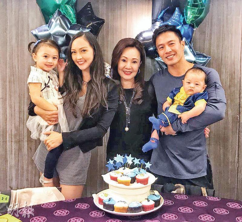 Jessica C.與老公安志杰帶仔女到台灣跟安媽媽(中)共度中秋,並為囝囝舉行百日宴。