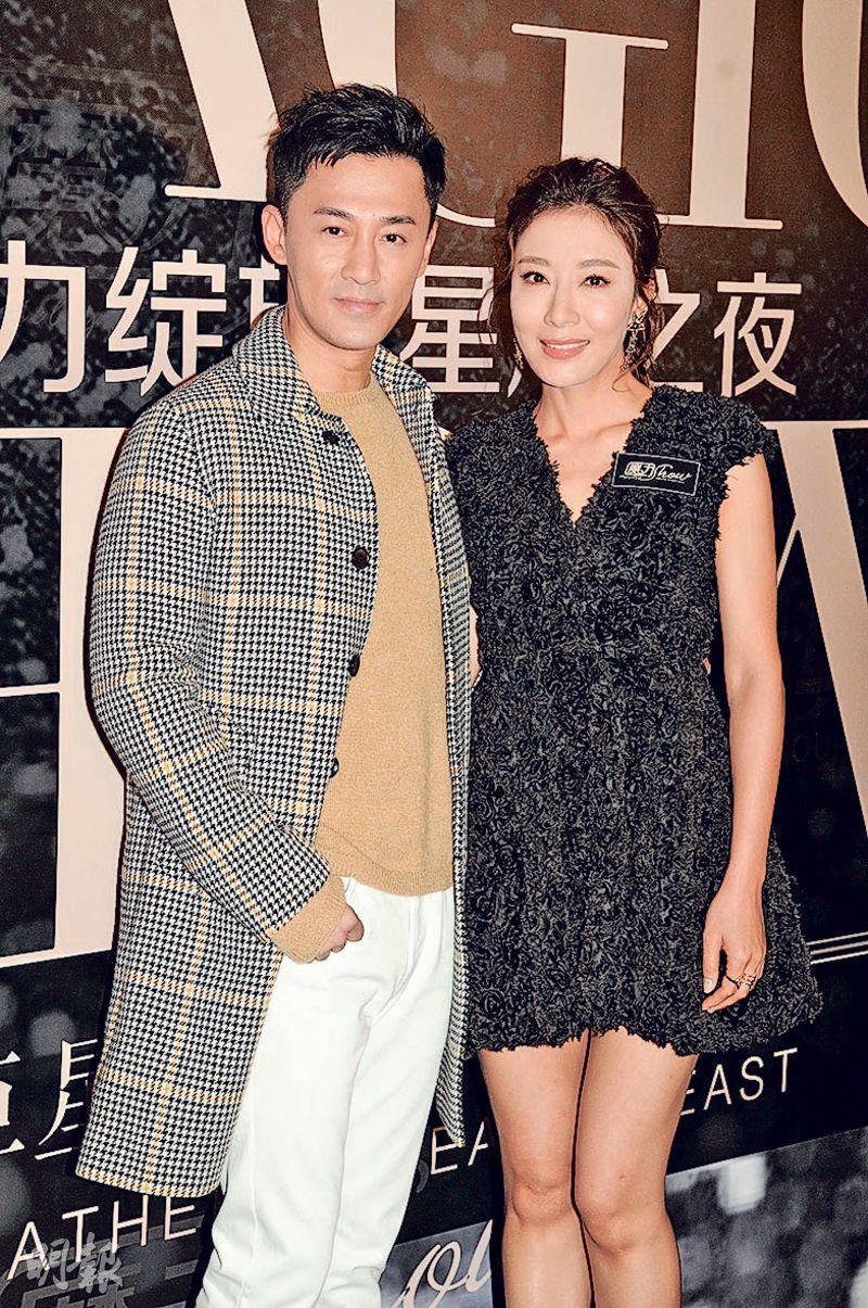 事先聲明不接受訪問的林峯(左)在晚宴活動上被楊怡催婚。(攝影:孫華中)