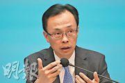 政制及內地事務局長聶德權(圖)昨在《施政報告》記者會上,未有正面回應被取消議員資格者能否參選,但強調參選人須擁護《基本法》和效忠香港特區。(李紹昌攝)