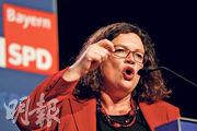 德國社民黨領袖納勒斯上周五在巴伐利亞州施韋因富特市競選集會上盡力拉票。(路透社)