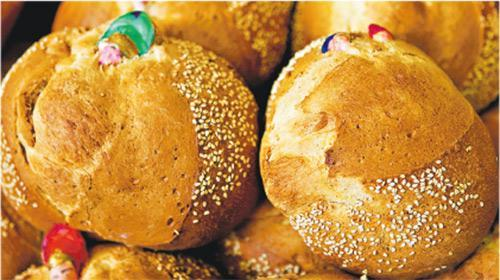 Pan de muerto, a kind of sweet roll.