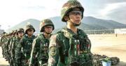 駐港部隊女兵早前在香港機場集結,準備和其他參加中馬泰聯合軍演的解放軍官兵飛赴大馬演習場地。(網上圖片)