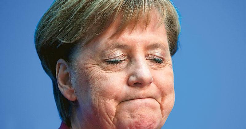 德國總理默克爾昨在柏林記者會宣布,會在2021年任期完後退出政壇。(路透社)