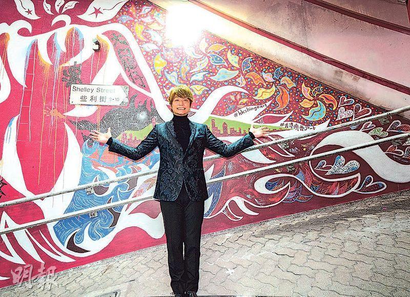 展覽把日本藝人香取慎吾在中環些利街的壁畫《大口龍仔》複製到展場。香取昨日亦有現身展覽開幕禮。
